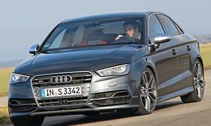 Bilder Audi S3 Limousine Kompaktsportler-Vergleich Kurvenfahrt