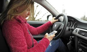 Auto-Handy-am-Steuer-Verbot-Strafe-Gefaengnis-Irland-2014