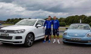 FC Schalke 04 Volkswagen Driving Experience 2014 Fahrzeugflotte Übergabe Dienstwagen Julian Draxler Benedikt Höwedes