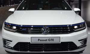2015 VW Passat GTE Paris 2014 Group Night VW Konzernabend 0002