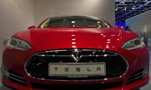 Tesla Model D Elektroauto Allradantrieb Neuheiten