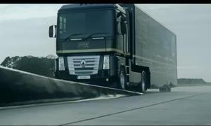 Fliegender Truck Weitsprung-Rekord Video Lkw Lotus Renault