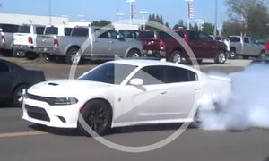 Video: Dodge Charger Hellcat im Burnout-Wahn