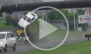 Fliegender Porsche Cayman im Crash-Video