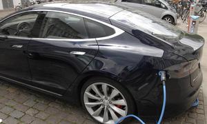 tesla model s energiespeicher autohersteller produktion batterie