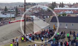 Truck-Weitsprung-Weltrekord im Video