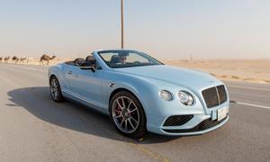 Bentley Continental GT gegen Zug
