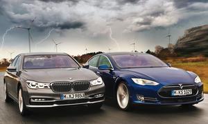 BMW 750i xDrive vs Tesla Model S P90D Vergleich