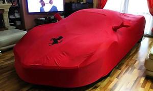 Ferrari LaFerrari im Wohnzimmer