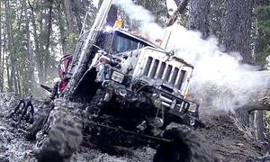 Modell-Truck auf Ketten