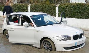 BMW 1er in frischen Beton gefahren