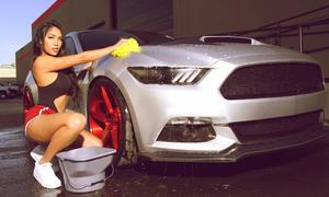 Ford Mustang auf Savini-Felgen: Sexy Carwash