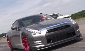 Nissan GT-R fliegt mit 350 km/h ab