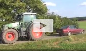 BMW 5er zieht Traktor weg: Video