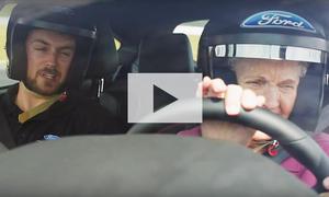 Oma und Opa driften im Ford Focus RS: Video