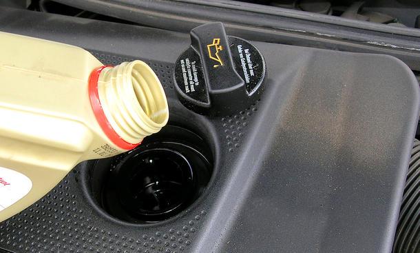 Öl nachfüllen: Video
