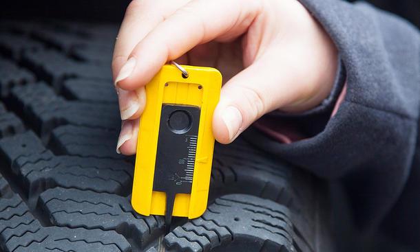 Reifen-Profiltiefe messen