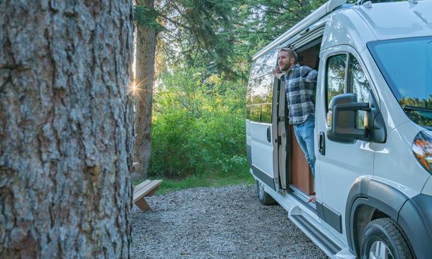 Die Auffahrkeile sind die besten Begleiter beim Camping