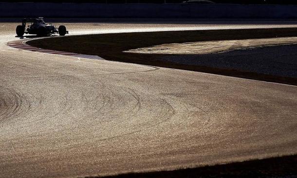 F1 erwacht: Hochspannung vor Testauftakt in Barcelona