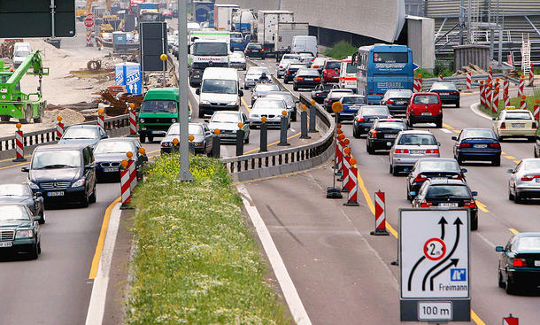 Fahrbahnverengungen in Autobahn-Baustellen