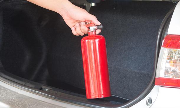 Feuerlöscher im Auto - Retter in der Not