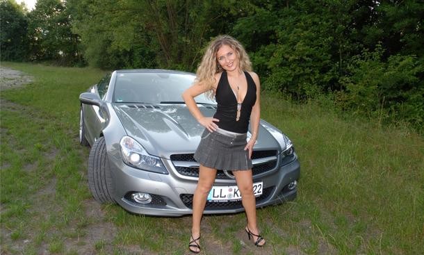 Tuning-Girl Denisa und ihr Sportcabrio