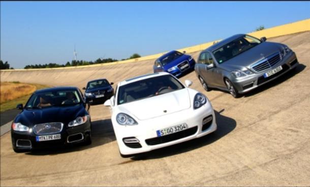 Sportlimousinen: Audi RS6, BMW M5, Jaguar XFR, Mercedes E 63 AMG, Porsche Panamera Turbo