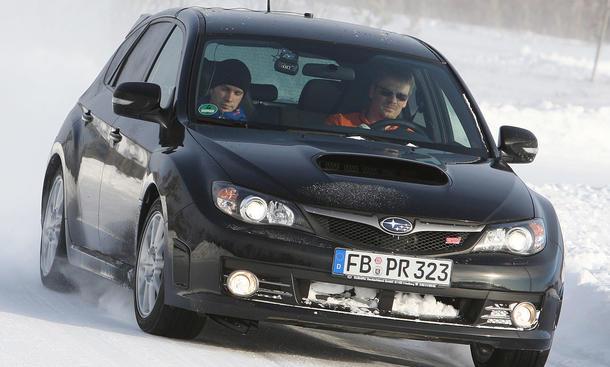 Winterreifen: Wir haben sechs Wintersportler im Subaru Impreza WRX STi getestet