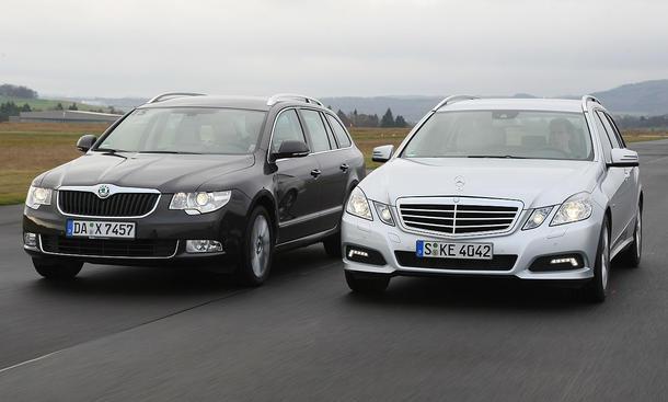Vergleichstest: Skoda Superb Combi 2.0 TDI DSG und Mercedes E 220 CDI T-Modell BlueEFFICIENCY