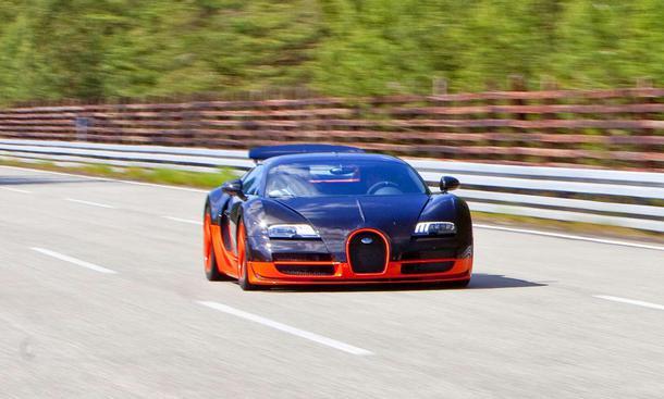 Weltrekord mit 431 km/h: Bugatti Veyron 16.4 Super Sport auf der VW-Teststrecke in Ehra-Lessien