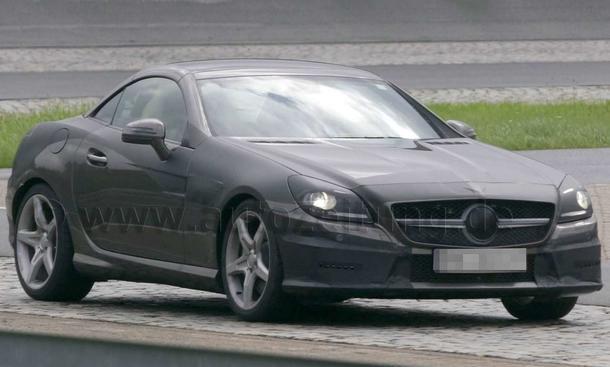 Stark getarnt: Mercedes SLK Erlkönig