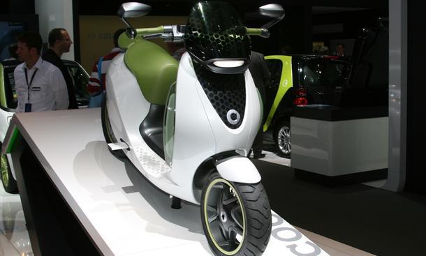 Erster Messerundgang in Paris: Elektro-Roller Smart Escooter