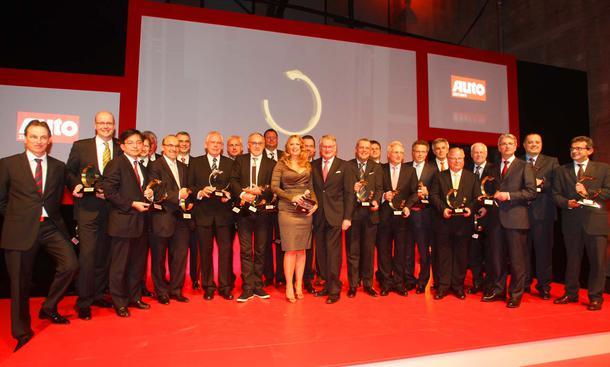 Barbara Schöneberger (Mitte) und Volker Koerdt (links) kürten in Düsseldorf die Sieger der AUTO TROPHY 2010
