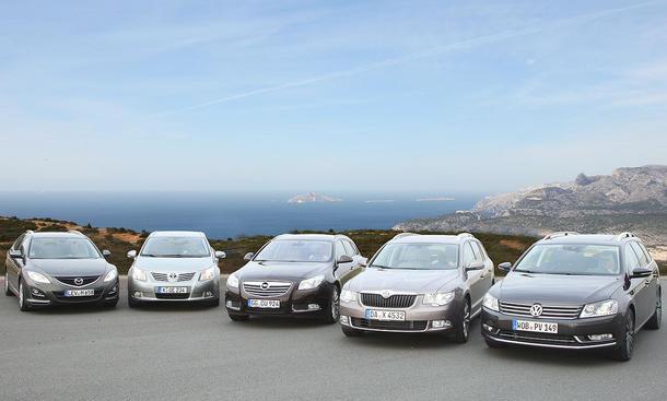 Fünf Mittelklasse-Kombis im Test der AUTO ZEITUNG: Mazda, Opel, Skoda, Toyota und VW