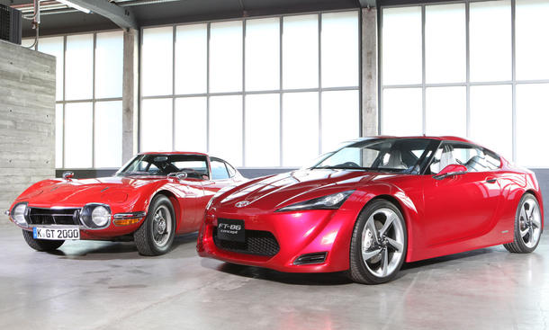 Der legendäre 2000 GT von 1967 trifft auf die Sportler-Studie FT-86 aus diesem Jahr