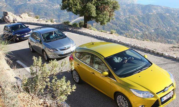 Kompaktklassen im Vergleichstest der AUTO ZEITUNG: Ford Focus gegen Opel Astra und VW Golf