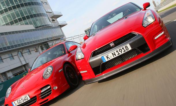 Porsche 911 Turbo und Nissan GT-R im Test auf dem Nürburgring