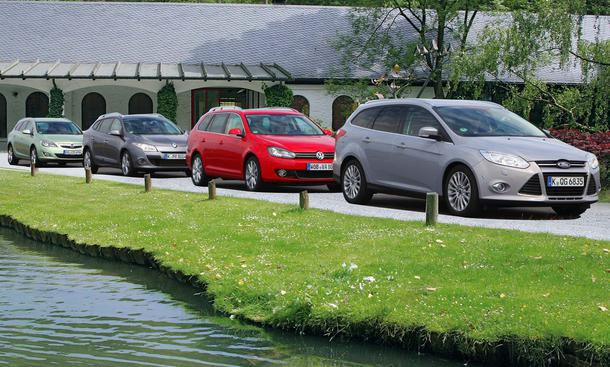 Ford Focus Turnier, Opel Astra Sports Tourer, Renault Mégane Grandtour und VW Golf Variant im Test