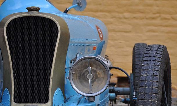 Typisch für Schloss Dyck sind alte Autos kaum bekannter Marken wie dieser De Coucy Competition von 1927