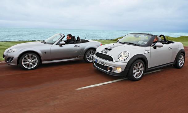 Mazda MX-5 Roadster 2.0 und Mini Cooper S Roadster im Roadster-Vergleich