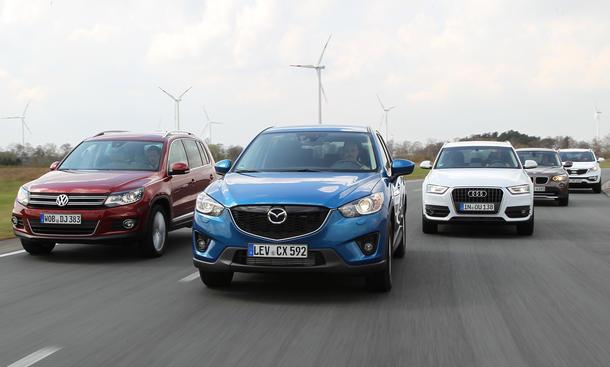 Audi Q3, BMW X1, Kia Sportage, Mazda CX-5 und VW Tiguan im Vergleichstest