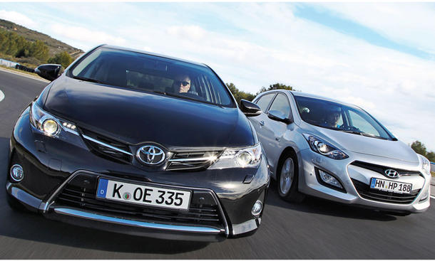 Vergleich Kompaktklasse Toyota Auris 2.0 D-4D Hyundai i30 blue 1.6 CRDi