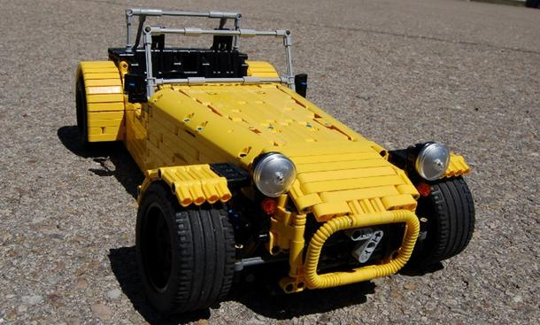 Caterham Seven: Originalgetreuer Nachbau aus Lego