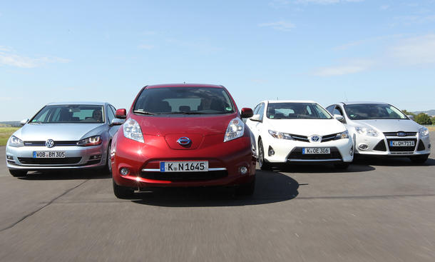 Sparsame Kompakte im Test 2013: VW Golf BlueMotion, Ford Focus EcoBoost, Toyota Auris Hybrid, Nissan Leaf