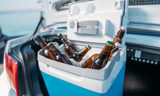 Eine Kühlbox im Auto damit das Bier immer schön gekühlt bleibt