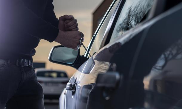 Mit der Lenkradkralle sich vor Wagendiebstahl schützen