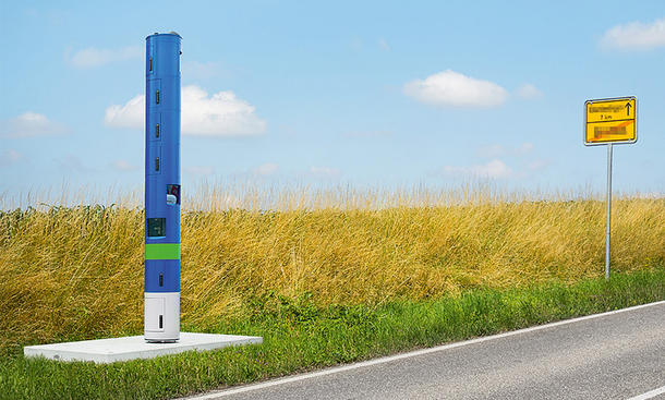 Blaue Blitzer-Säule für Lkw-Maut