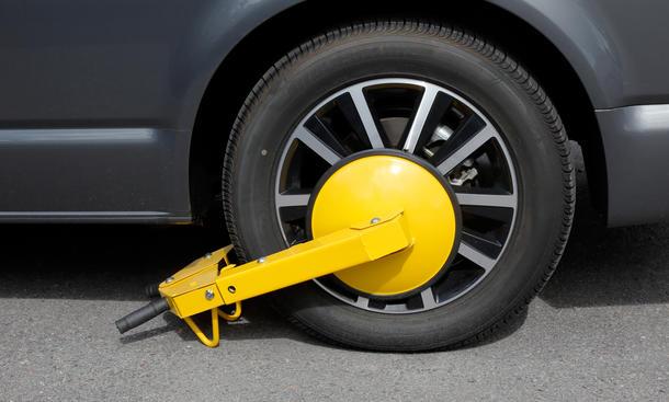 Mit der Parkkralle das Auto vor einen Diebstahl schützen