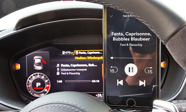 Audi TT RS: Connectivity