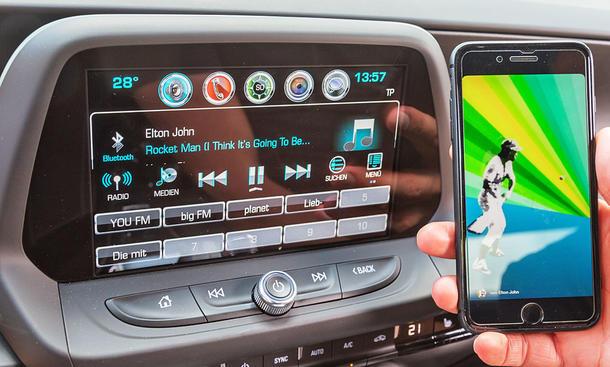 Chevrolet Camaro: Connectivity